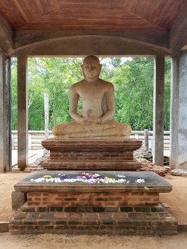 Buda sentado.