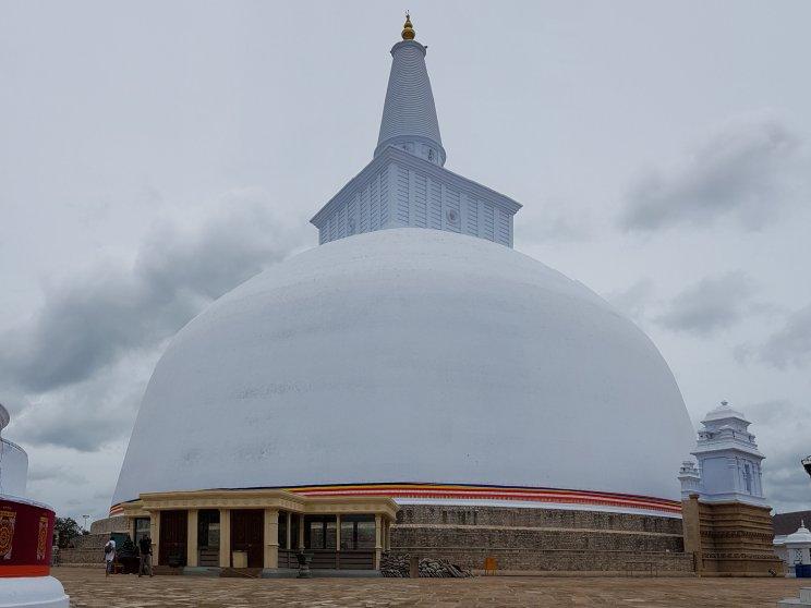 Estupa restaurada para adoração.