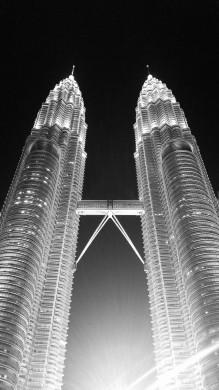 Petronas Twin Towers BW by MDE