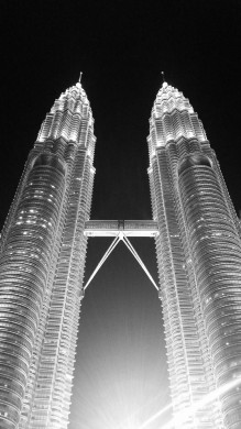 Petronas Twin Towers BW by MDE
